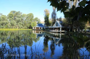 Kamberg - Cleopatra Mountain Lodge - lakeside view - lounge and dining areas (10)