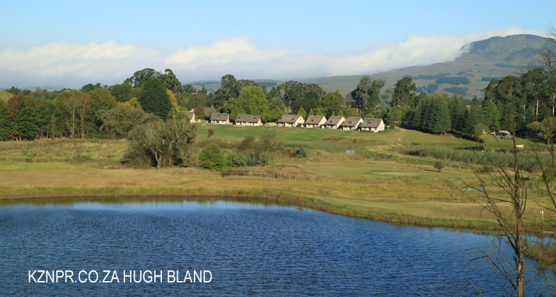 glengarry-holiday-farm-dam-in-front-of-chalets-6