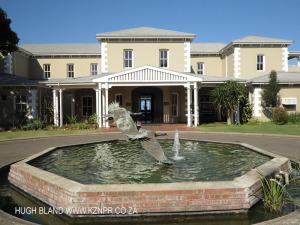 Princes Grant Club House entrance (2).